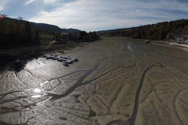 Une partie des bassins du Doubs à Villers-le-Lac n'a plus d'eau