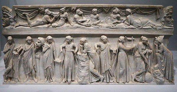 Les 9 muses, sculpture sarcophage/ musée du Louvre