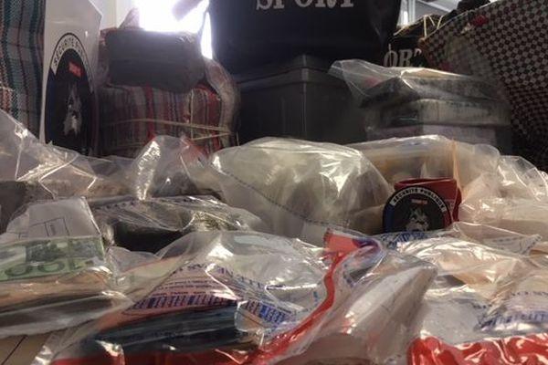 200 kg de résine de cannabis, 7 kg de poudre cocaïne et 2 kg d'héroïne ont été saisies à Marseille