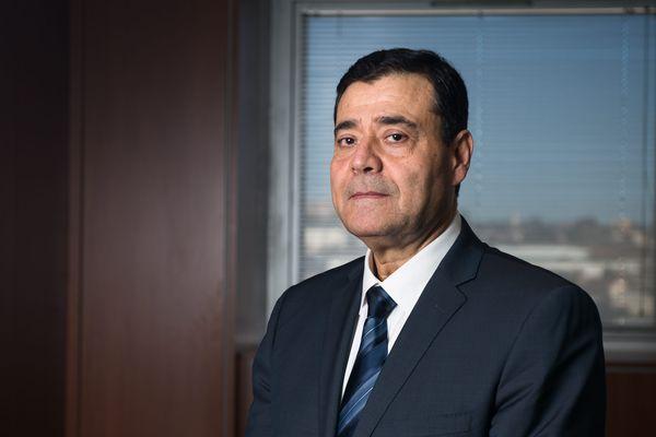 Zvi Ammar, president du Consistoire israelite de Marseille dans son bureau.