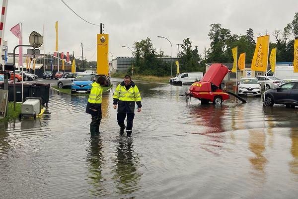 A proximité du foirail de Rethel, les rues sont inondées.