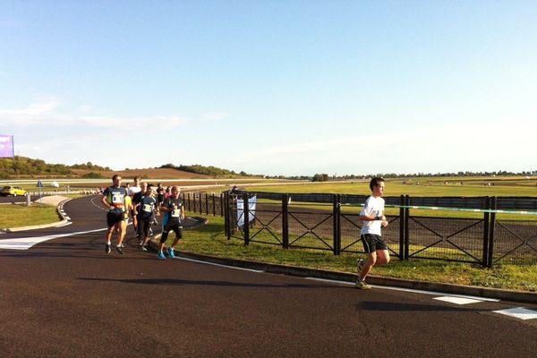 Les pistes de Ladoux se sont transformées pendant quelques heures et pour la première fois en pistes de course à pied.