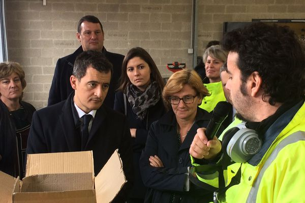 Gérald Darmanin a assisté à un contrôle de douanes sur le port du Havre