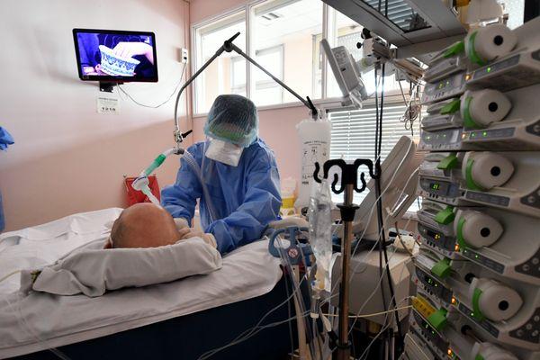 Service COVID à l'hôpital de Tarbes. 75 patients sont encore hospitalisés dans les Hautes-Pyrénées ce 5 janvier.