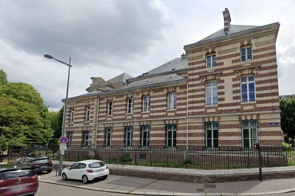 D'après le parquet de Dieppe et la gendarmerie, une enquête a été ouverte à la suite d'une plainte d'un militant anti-chasse qui dit avoir été agressé le 26 septembre.
