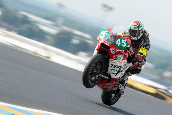 Le pilote Cyril Huvier, lors des 24 Heures moto 2014, sur le circuit du Mans.
