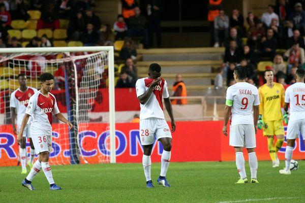Les joueurs de l'AS Monaco accablés par un score sans appel.