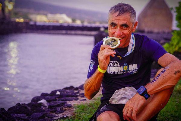 Laurent Jalabert, déjà champion de sa catégorie en Ironman 70.3, vient de décrocher l'argent lors de l'épreuve reine.