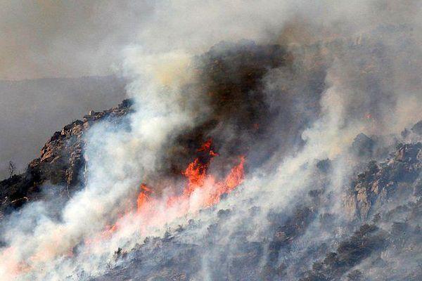 Rodès (Pyrénées-orientales) - le feu en provenance de Montalba-le-Château a progressé très vite - 12 août 2016.