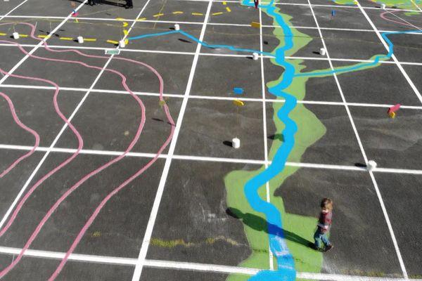 C'est un Brenat imaginaire que les habitants aidés des artistes ont dessiné sur le sol