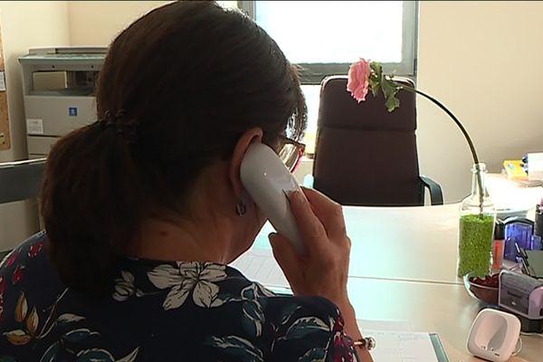 LeCentre Ecoute et Soutien en Limousin intervient habituellement auprès de personnes rencontrant des difficultés psychologiques diverses. La structure associative recevait habituellement 20 appels en moyenne par jour. Depuis que le confinement général a été instauré, ce sont 50 coups de fil quotidiens auxquels répondent des «écouteurs professionnels».