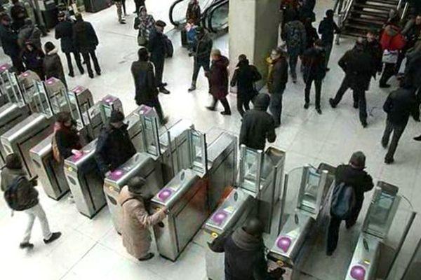 Une opération anti-fraudeurs à la gare du Nord, à Paris.