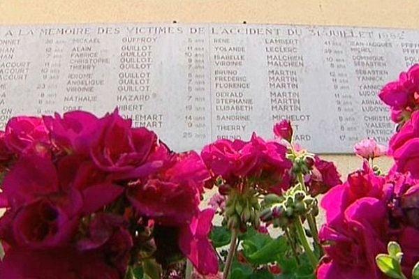 """Le """"Mémorial pour l'avenir"""" sur l'aire de Curney a été inauguré le 31 juillet 1985. Il est situé sur la commune de Merceuil,  proche du lieu de l'accident de Beaune."""