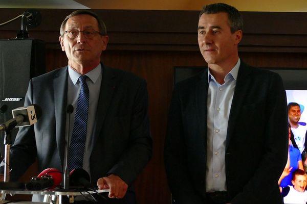 Robert Herrmann , président de l'Eurométropole de Strasbourg et Marc Keller président du RCSA présentent les 5 candidats en lice pour la rénovation du stade de la Meinau