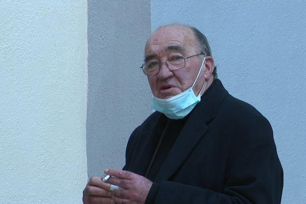 Joseph Castelli devant la salle d'audience, au Palais de justice de Bastia