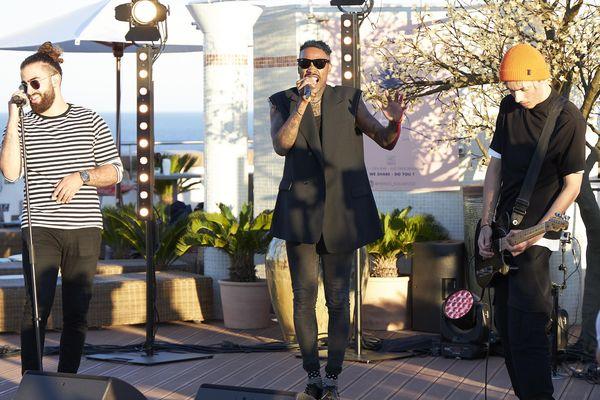 """Dedhomiz & Skip The Use, en concert sur le toit de l'hôtel Marriott de Nice pour """"Show Must Go Home"""". A voir dimanche 7 juin à 18h sur la page Facebook de France 3 Côte d'Azur"""