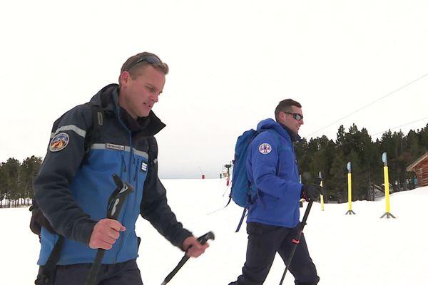 Les patrouilles de gendarmes du PGHM font de la prévention sur les pistes de randonnée