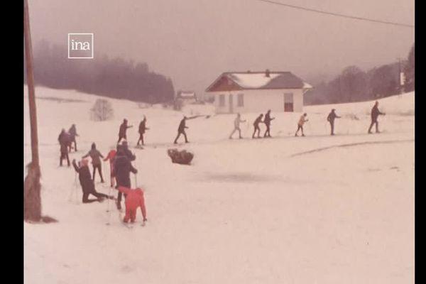 Une classe de neige dans les Vosges dans les années 1970.