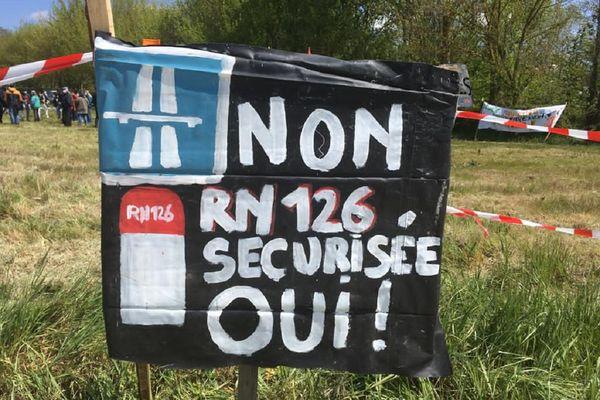Le projet d'autoroute reliant Castres à Toulouse fait bien des mécontents, le long de son axe.