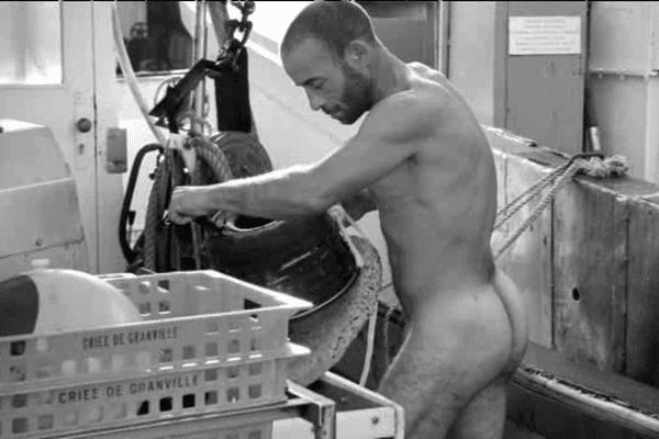 Des marins pêcheurs granvillais ont accepté de poser nu pour un calendrier
