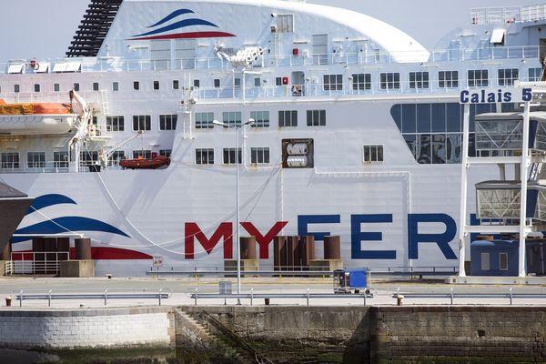 Un bateau Myferrylink à quai.