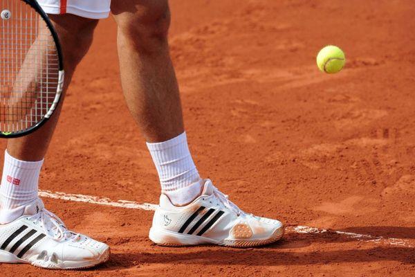 Le tournoi de tennis de Roland Garros, qui se joue sur terre battue, est suivi dans le monde entier.