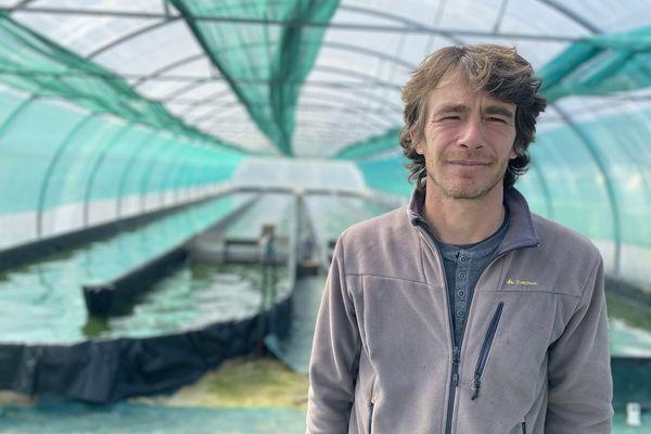 Aurélien Cathala cultive de la spiruline dans trois serres différentes, dans son exploitation tarnaise.