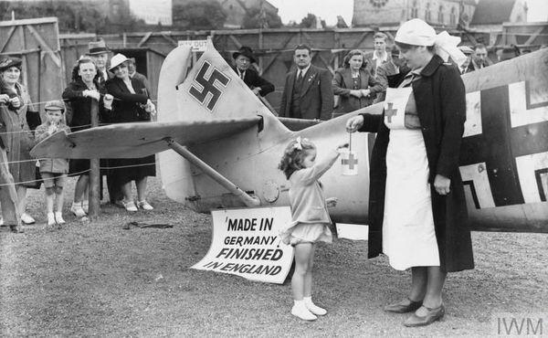 """""""Fabriqué en Allemagne, achevé en Angleterre"""", peut-on lire sur cette pancarte posée sur le Messerschmitt de Werner Bartels."""