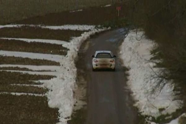 Routes déneigées mais abords tous blancs, la rallye du Touquet se déroule cette année dans des conditions particulières.