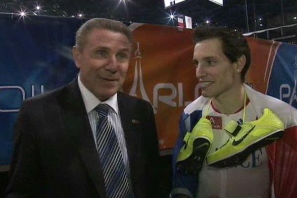 Depuis mars 2011, Renaud Lavillenie s'est approché, peu à peu, du record de son puissant aîné Sergueï Bubka. Deux champions qui tutoient le ciel.