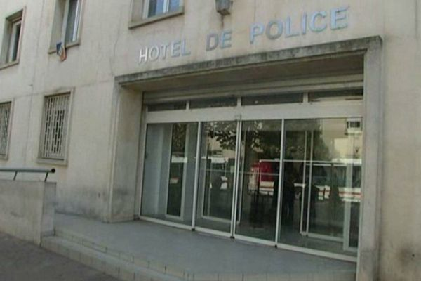 Béziers (Hérault) - hôtel de police - archives 2012.