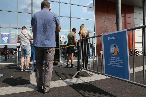 Des recours ont été déposés dans tous les départements pour contester les arrêtés préfectoraux imposant le pass sanitaire dans certains centres commerciaux. (Illustration)