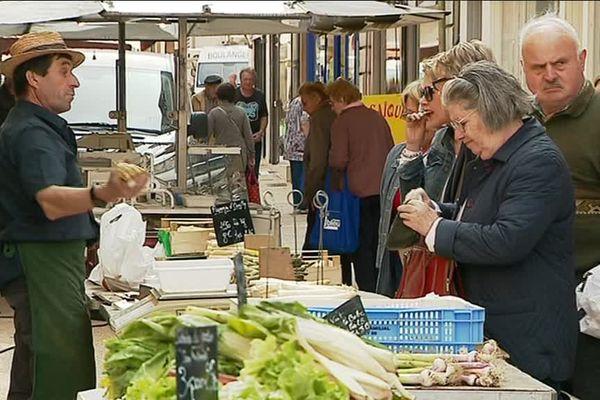 La marché de Montmorillon se tient tous les mercredis et participe au dynamisme du centre-ville.