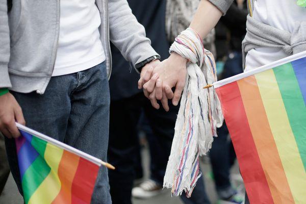 """A Ajaccio, d'Isabelle Moyne et Françoise Santoni viennent de créer l'association LGBT """"Bienvenue chez vous""""."""