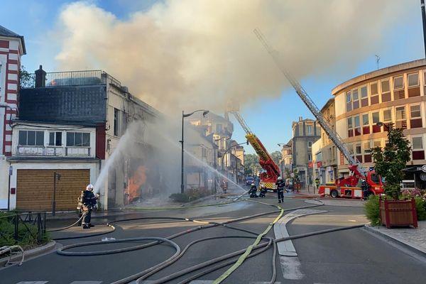 Les sapeurs-pompiers sont intervenus, tôt dans la matinée de mercredi, pour éteindre un incendie au sein d'un restaurant désaffecté.