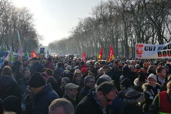 Rassemblement place Séraucourt à Bourges