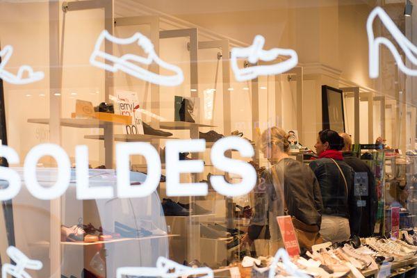 Alors que les soldes s'achèvent le 8 août, les commerçants dressent un premier bilan. A Clermont-Ferrand, ils sont plutôt satisfaits.