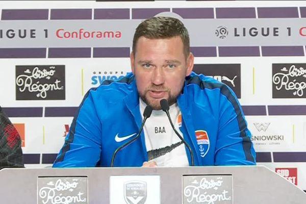 L'entraîneur ukrainien Oleksandr Babych lors de la conférence de presse du 15 août