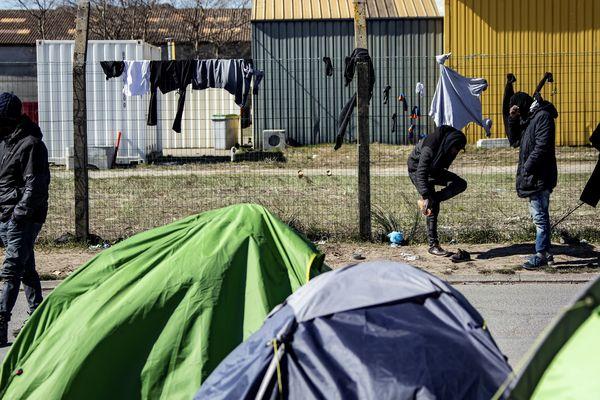 Cinq Erythréens ont déposé plainte contre une compagnie de CRS à Calais pour des faits de violence.