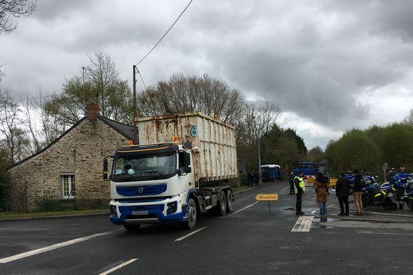 Les premières opérations de déblaiement de la Zad de Notre-Dame-des-Landes, le mardi 10 avril 2018