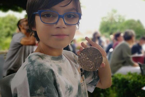 """Elioth Rose a remporté le prix de la """"fête des fables, faites des fables"""" dans la catégorie école primaire"""