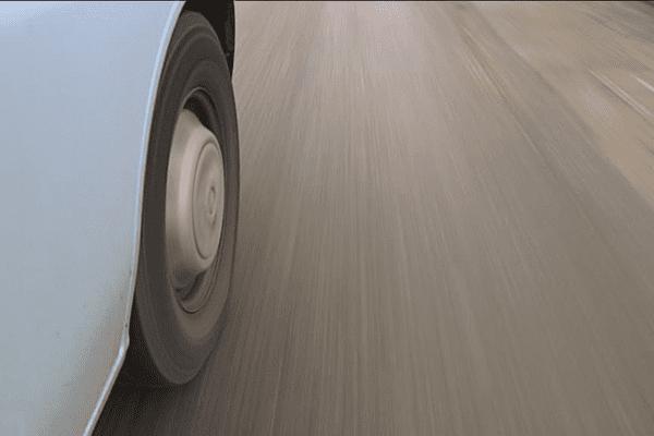Le camion bleu de l'équipe mobile de Bain-de-Bretagne (35)