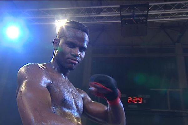 Le boxeur de 26 ans s'est imposé hier à Troyes.