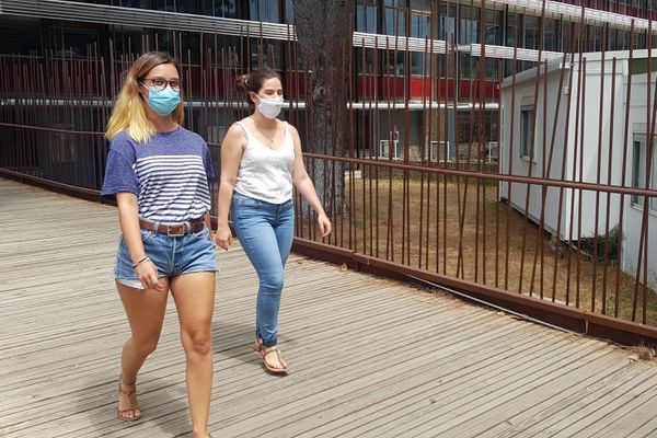Océane et Oksana se préparent à une rentrée peu ordinaire à l'Université Paul Valéry Montpellier III - juillet 2020.