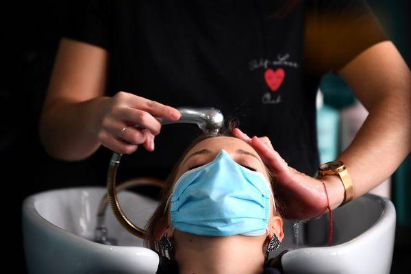 Avant un hypothétique reconfinement, les salons de coiffure ne désemplissent pas dans le Puy-de-Dôme.