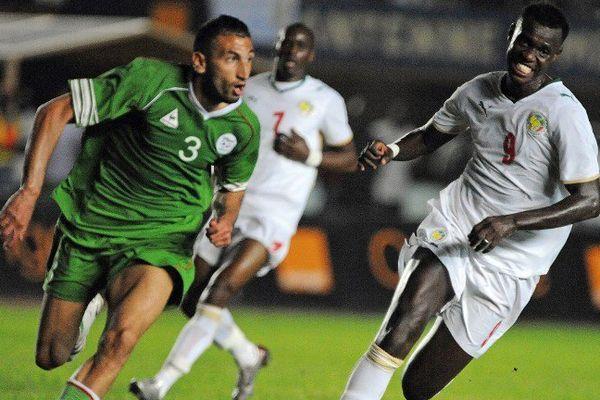 Babacar Guèye (à droite, sous les couleurs de l'AS Dakar Sacré Coeur)