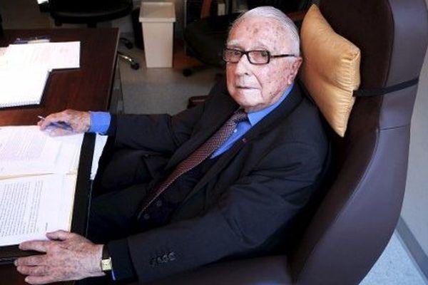 Le professeur Louis Lareng, 93 ans, dans son bureau de l'Agence régionale de santé à Toulouse
