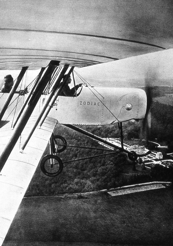 Pierre Debroutelle aux commandes du biplan Zodiac
