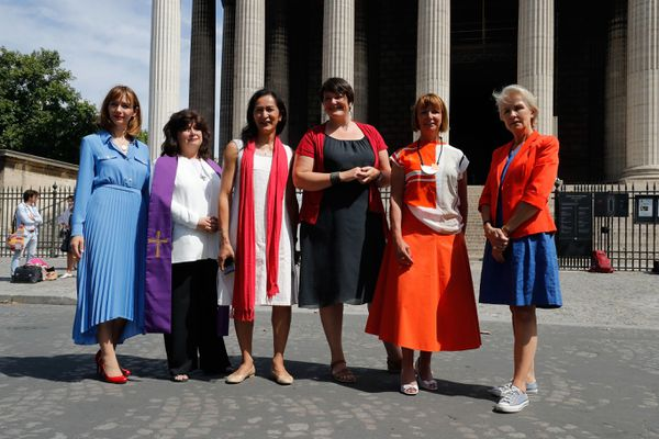 """Sylvaine Landrivon (2e en partant de la droite) fait partie du collectif """"Toutes apôtres ! """", qui défend la place des femmes dans l'Eglise catholique."""