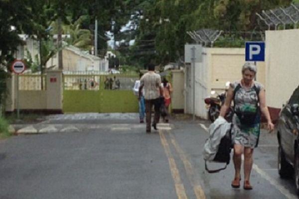 Séline Gros-Coissy, à la sortie de l'établissement pénitentiaire. Elle vient de voir sa fille Aurore.... une rencontre après 40 mois - 13/12/14